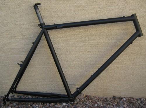 matte black spray paint bike travel bike makeover 2 the wobblin. Black Bedroom Furniture Sets. Home Design Ideas