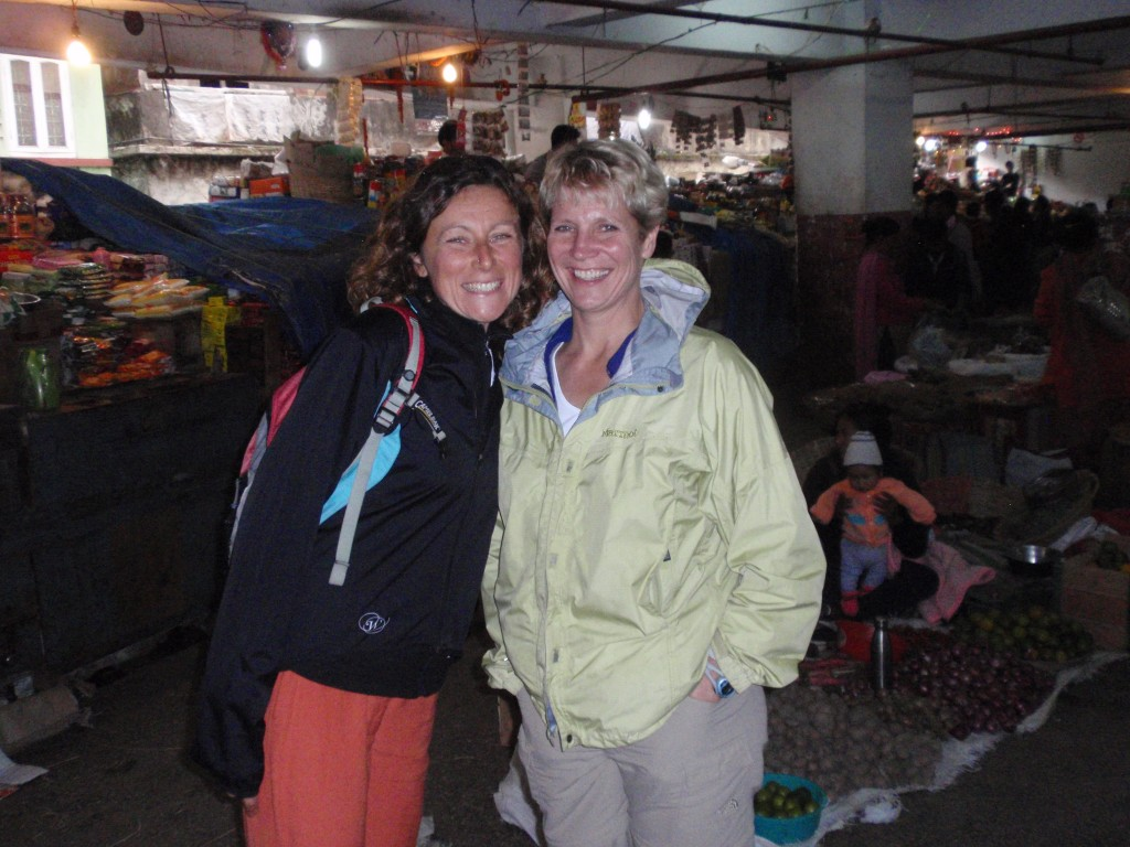 Adrienne (R) and Fede (L) checking out the market in Gangtok (Sikkim).